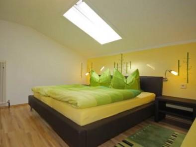 Шале - одна из спален в современном стиле
