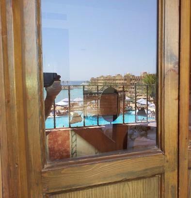 Отражение отеля Sunny Days