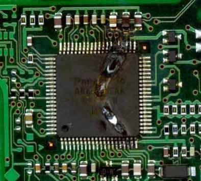 Типичное сгорание микросхемы в винте