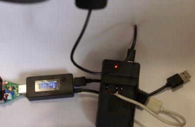 На дальних контактах: Нагрузка 0.8А: сила тока падает до 0.56А, напряжение - до 4.36В