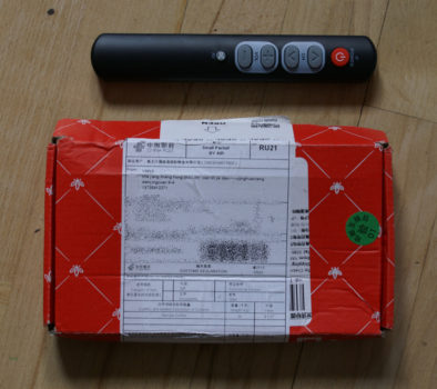 Заказанный пульт рядом с коробкой