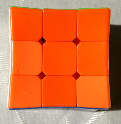Разные оттенки оранжевых кубиков