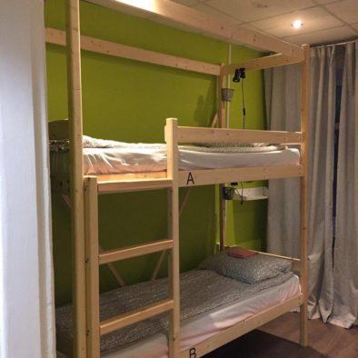 Детская двухэтажная кровать в семейном номере