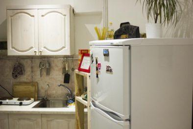 Холодильник в хостеле - один на всех, и все на одного